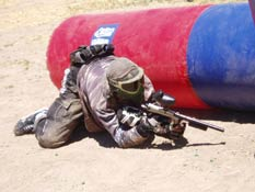 Paintball USA - Player crawling next to cover