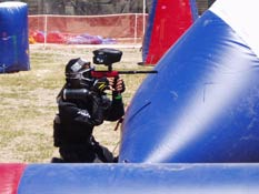 Paintball USA - Player aiming at opposing team